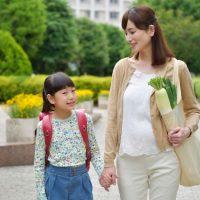 共依存の関係で悩み苦しんでいる母親と娘