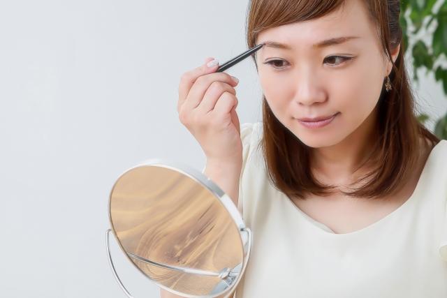 視線恐怖症で辛い毎日を過ごしている女性