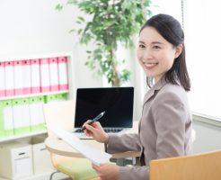 会社内で良い人間関係を構築している女性社員