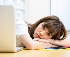 統合失調症が発症し日々の生活に支障をきたしている若い女性