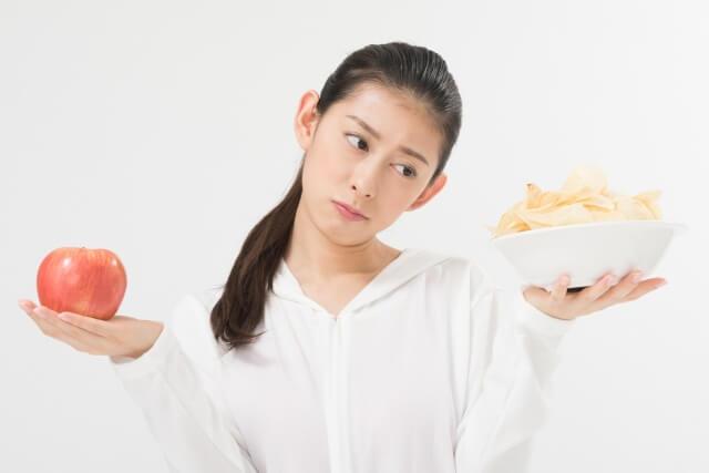痩せようとダイエットをはじめても、我慢できずすぐに諦めてしまう女性