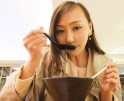 とんこつラーメン1人前を、たったの5分で食べ終えてしまう早食いの女性