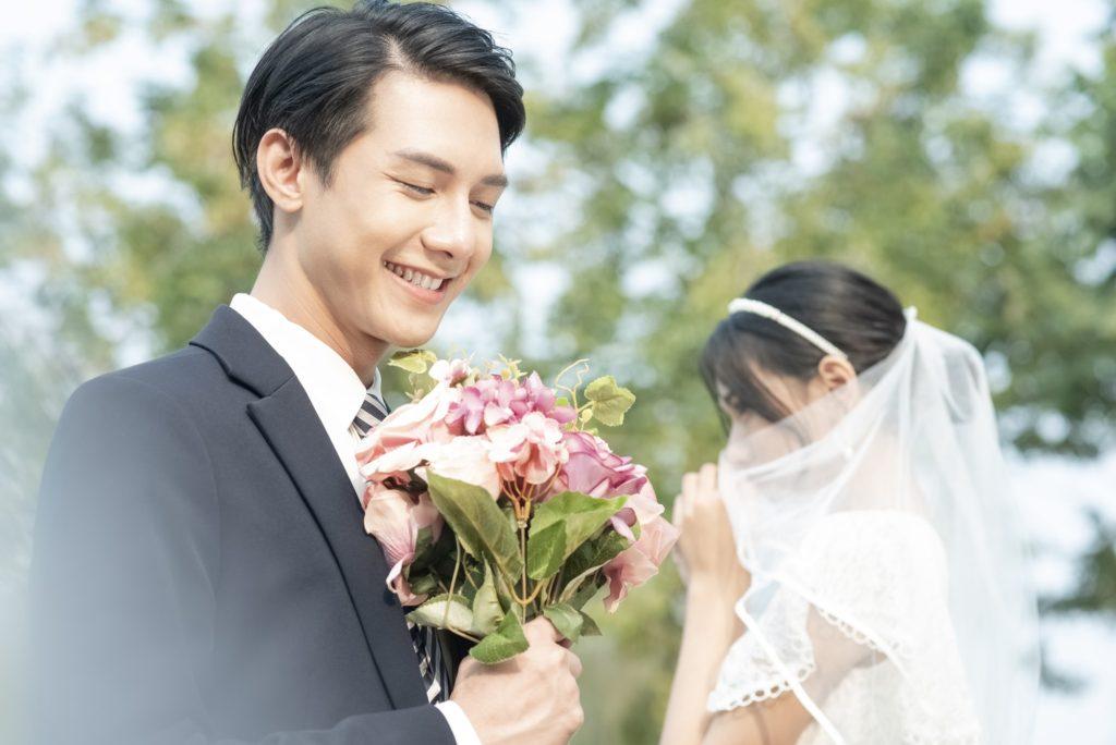 女性とお付き合いすると、すぐに結婚を意識(イメージ)してしまう結婚願望が強い男性