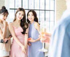パーティーで男性を目の前にし、普段よりテンションが上がっているお調子者の女性たち