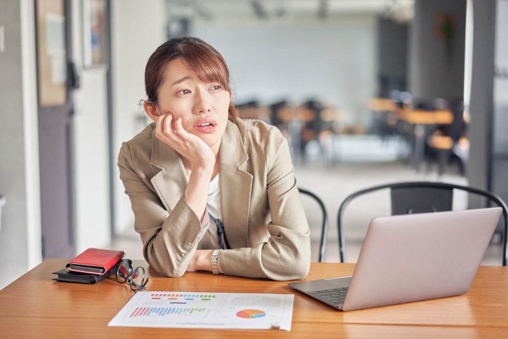 仕事が長続きせず何度も転職を繰り返している女性