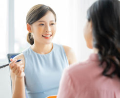 多くの保険に加入している保険好きな女性